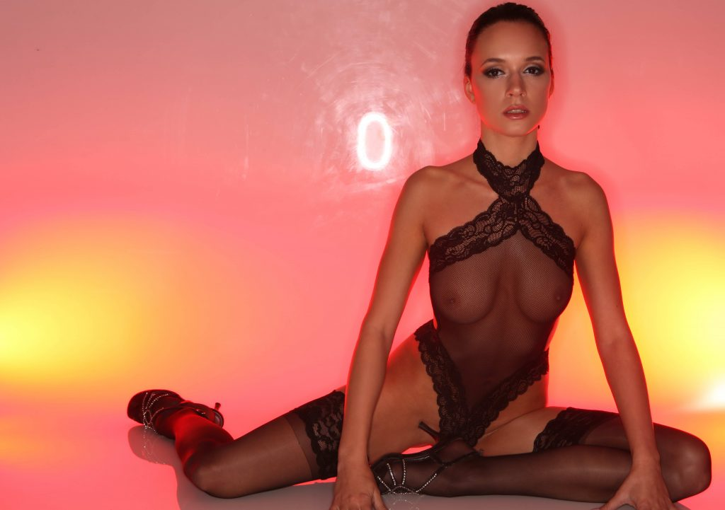 London escorts - Busty Naughty Brunette